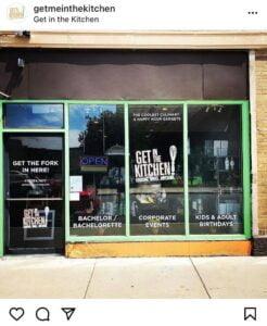 Get in the Kitchen是一間芝加哥的廚藝學校,疫情期間在教室中做起了外賣